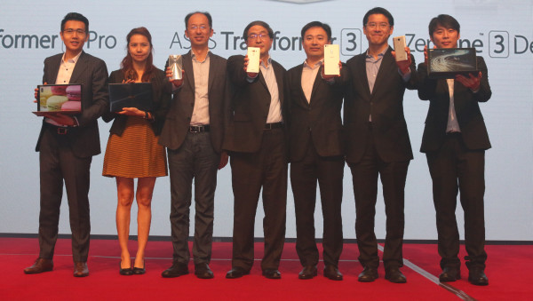 From L-R: Karen Chow, Head of MNC and Telco Intel Malaysia and Singapore, Intel (second from left); Rex Lee, ASUS APAC General Manager (third from left); and Eric Chen, ASUS Corporate Vice President (middle).