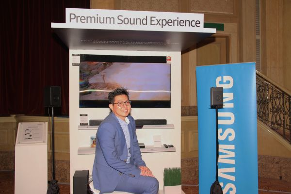 Jason Foo, Head of AV, Samsung Malaysia Electronics with the newly launched products, the HW-K950 Soundbar and the UBD-K850 Ultra HD Blu-ray player.