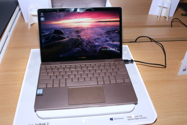 Behold, the ASUS Zenbook 3. Thinner than a Macbook Air, this is the first Ultrabook to come out of ASUS in a while.