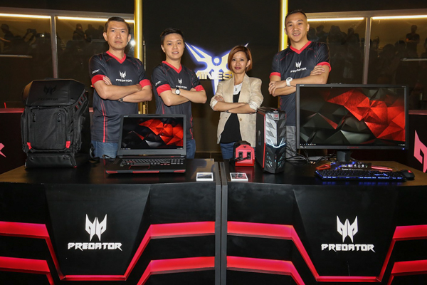 From (L-R): Chan Weng Hong, General Manager of Products, Sales and Marketing, Acer Malaysia; Jeffrey Lai, Product Manager, Acer Malaysia; Stephanie Ho, Head of Marketing, Acer Malaysia; and Johnson Seet, Director of Products, Acer Malaysia at the launch of the Acer Predator G1 and Predator 17 X earlier today.