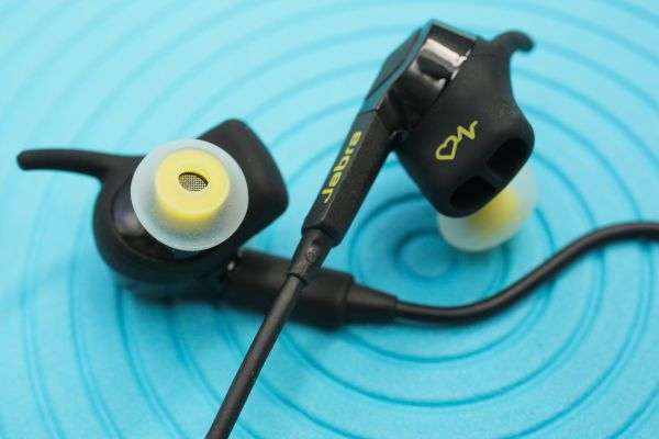 The Jabra Sport Pulse has been adopted by medical practitioners to monitor their patients' heart rate, calories and oxygen levels while also playing music to help motivate them during workouts. <br> Image Source: Cnet