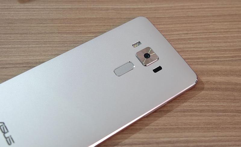 ASUS ZenFone 3 Deluxe.
