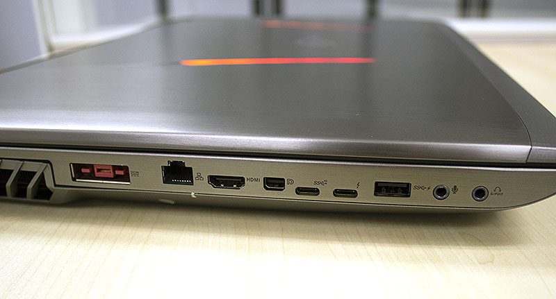 The ROG GX800 offers lots of ports, and we are especially pleased that it comes a MiniDisplay 1.4 port and a HDMI 2.0 port, which are better suited for 4K video output.