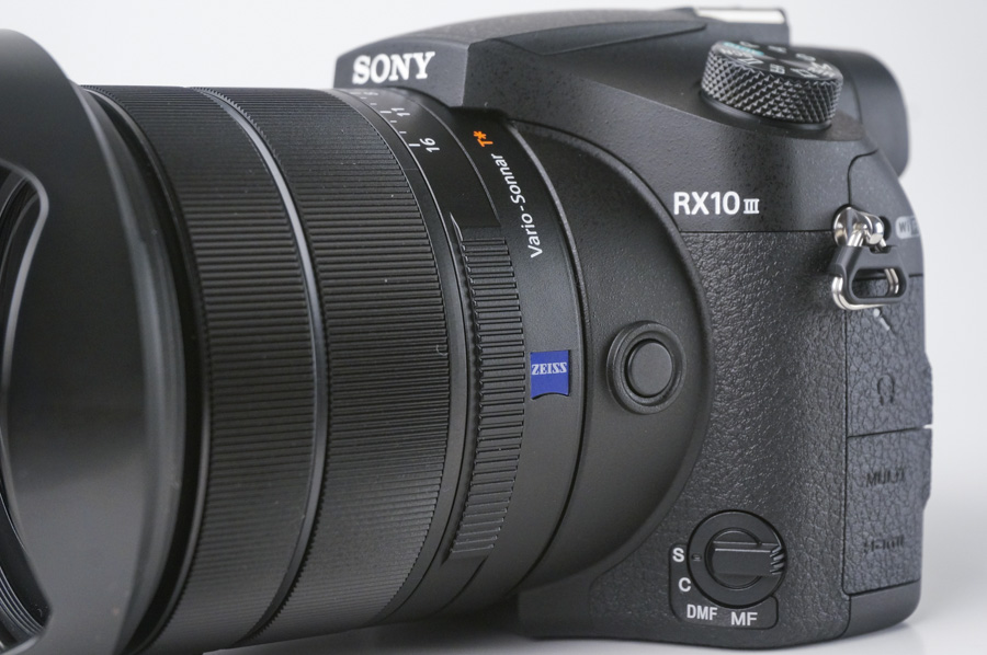 One ring to control focus, one to control zoom, and one for aperture.