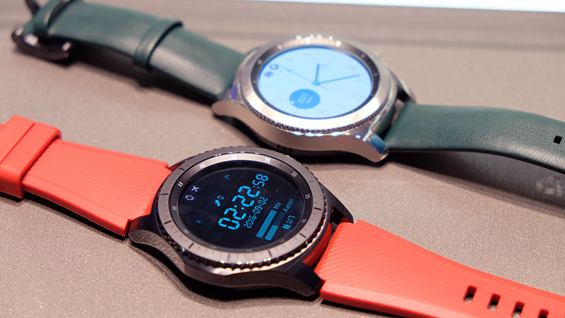 Samsung Gear S3 The Always On Display Will Continue To Full Range Of Colors At All Times