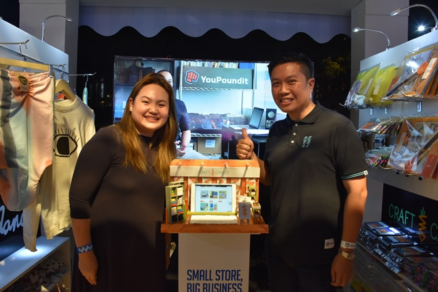 Ding Arancon, owner of Craft Carrot with Derrick Heng, Head of Globe myBusiness at the recently concluded 11th WWG