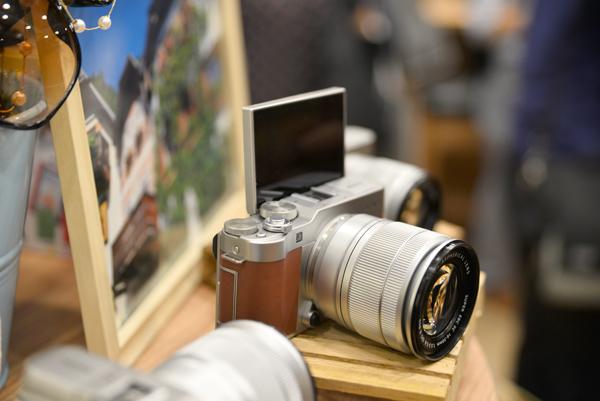 轻便又能拍出清晰的【微单相机】! 旅行拍照还是相机更专业 !
