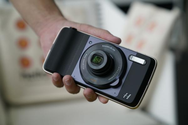 The Hasselblad True Zoom Moto Mod attachment.