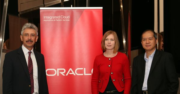 L-R:  Fitri Abdullah, Country Managing Director of Oracle Malaysia; Kirsten Gilbertson, Director of Cloud Platform Business Development for ASEAN/SAGE at Oracle; and Dr. Andrew Lau, General Manager of DB sales at Oracle Malaysia.