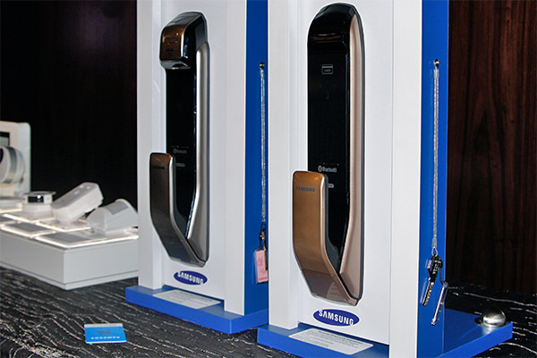 The Z-Wave-enabled Samsung SHS-DP728 and SHP-DP727, two smart locks that work with Singtel and Hanman's smart hub.
