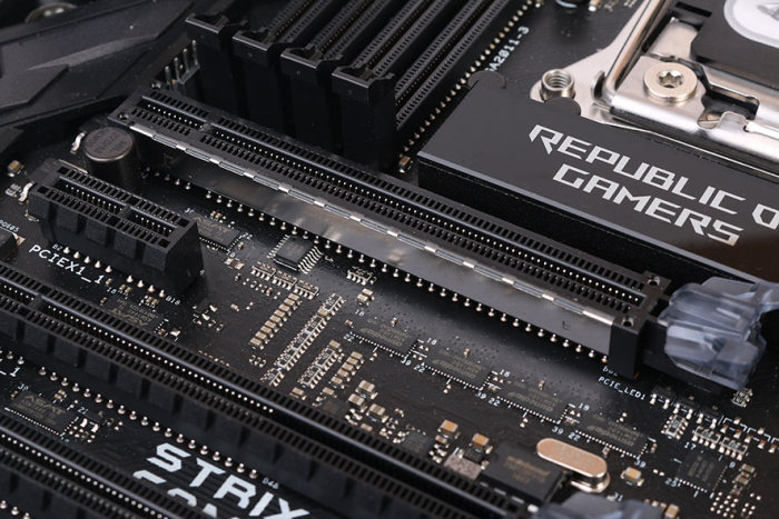 The top PCIe slot has been reinforced to prevent any long-term damage that could be caused by heavy custom-cooled graphics cards.