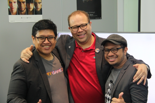 From L-R: Hasnul Hadi Samsudin, Director of Creative Content & Technologies, MDEC; and Alexander Fernandez, CEO, Streamline Studios; and Wan Hazmer, Lead Designer, Final Fantasy XV, Square Enix.