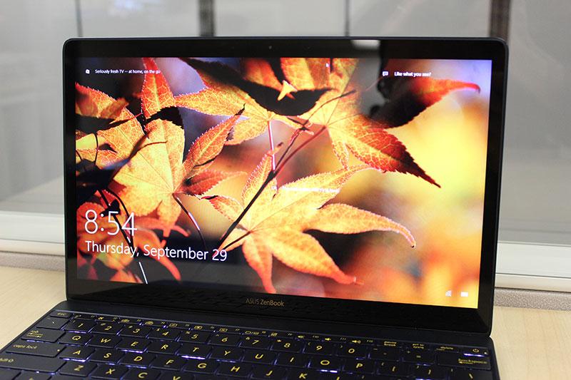 ASUS ZenBook 3 display