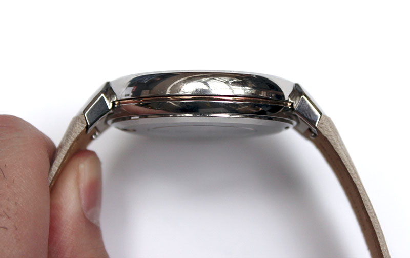 The lugs curve downwards quite sharply, which can make the watch uncomfortable for readers with smaller wrists.