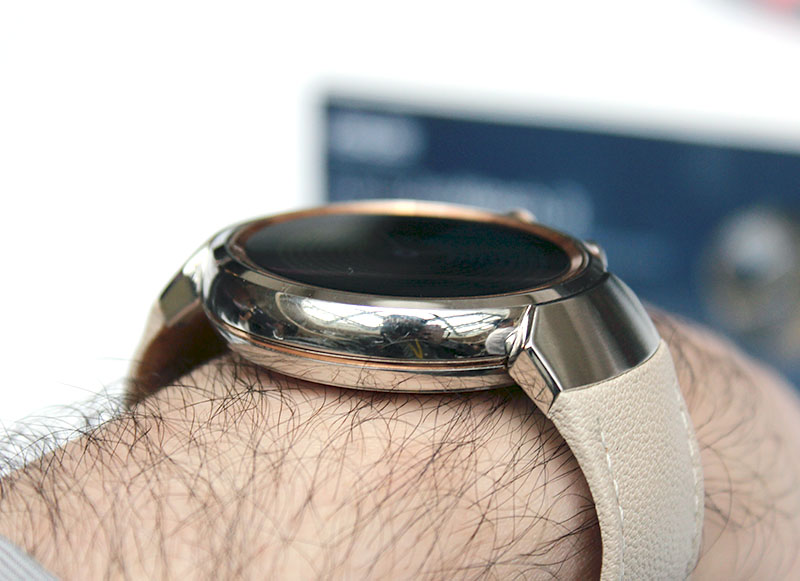 The sides of the case are polished. And at 9.95mm thick, the ZenWatch 3 doesn't feel top heavy on my wrist.