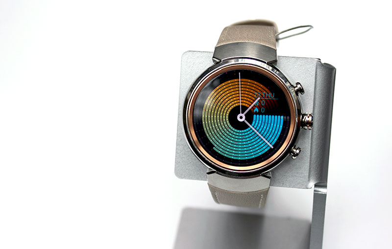If you love round watches, you'll be happy to know that ASUS' new ZenWatch 3 has a round design.