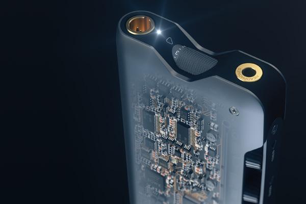 The Dacamp L1 uses one ESS Sabre ES9018K2M DAC chip per channel.