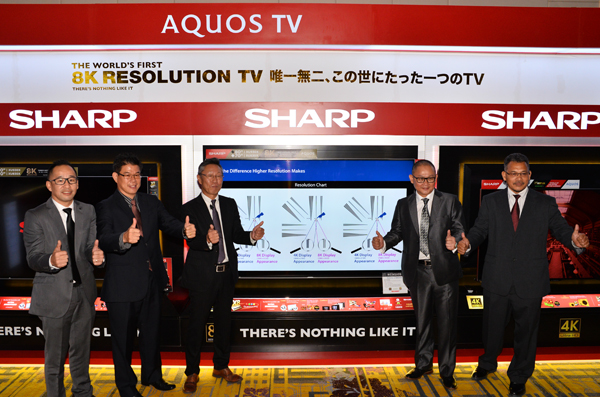 Takaya Wakasumi (third from left), Managing Director, Sharp-Roxy Sales & Service Company (M) Sdn Bhd, and members of the upper management of Sharp-Roxy Sales & Service Company (M) Sdn Bhd, at the event earlier today. They are standing in front of the 80-inch 8K TV.