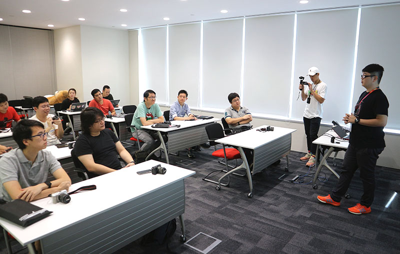 Canon Imaging Academy resident trainer Nugene sharing the new features of the Canon EOS M5 to our members.