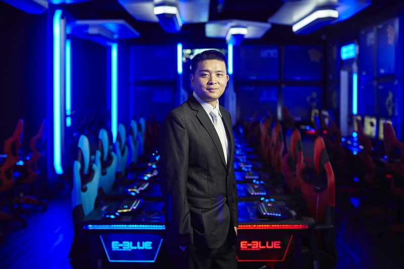 Jason Lo, Director of E-BLUE.