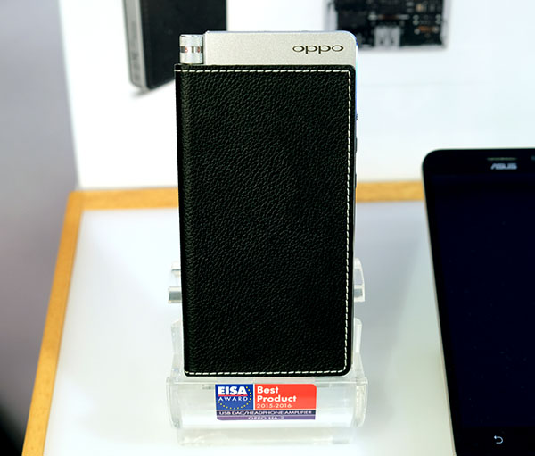 The new Oppo HA-2SE is the successor to the very popular HA-2 portable USB DAC/headphone amplifier.