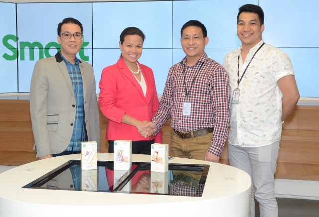 Smart Head for Marketing Operations Joel Lumanlan; Smart Wireless Consumer Operations Head Kat Luna-Abelarde; Oppo Chief Operating Office Ananda Pan; and Oppo National Sales Manager Mark del Mundo.