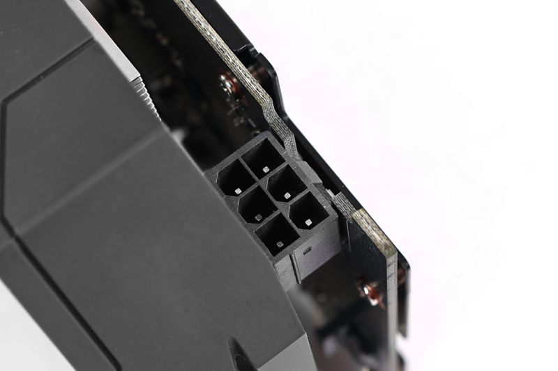 A 6-pin power port: a feature that, while unnecessary, is still a welcome sight.