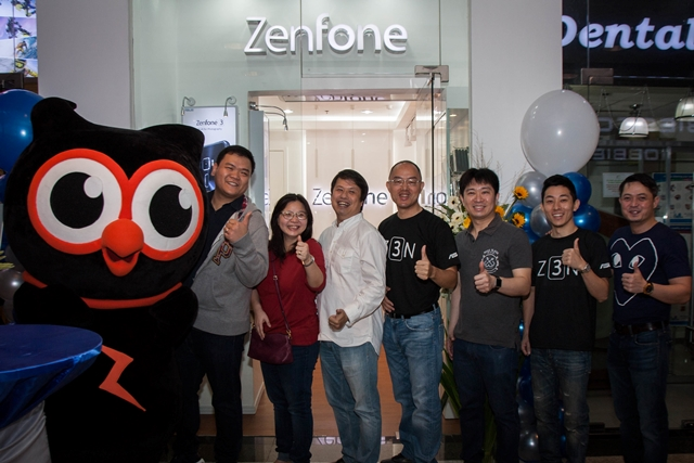 Morris Tan, ASUS Philippines Retail Manager, Carmen and Benjamin Tapnio,Owners of Fonetyle, George Su, ASUS Philippines System Group Country Manager, Michael Tan, Owner of Eastspark,  Lenny Lin, ASUS Philippines Smartphone Product Manager, Japee Ongkingco, Director of Mobility of MSI-ECS.