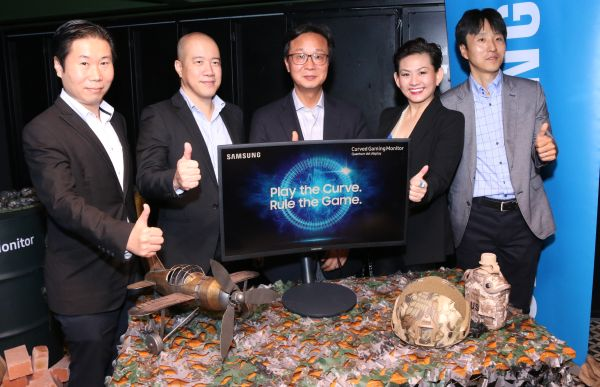 From L-R: Hui Whye Leong, Director of Enterprise Business, CE Division; Wong Man Ngee, Director of Enterprise Business, IT Division; Lee Sang Hoon, President; Elaine Soh, Chief Marketing Officer; and Austin Park, Business Manager of Enterprise Business.