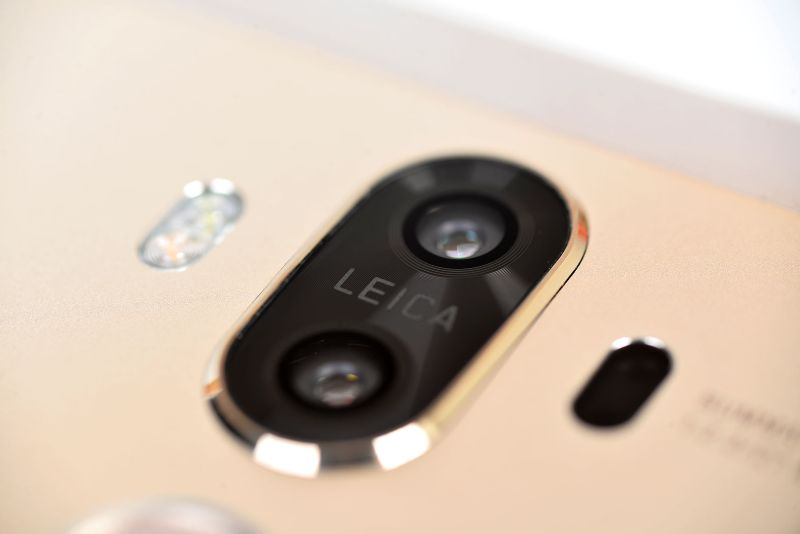 The famed Leica-approved dual-camera setup returns on the Huawei Mate 9, along with its super-fast fingerprint sensor (pictured below).