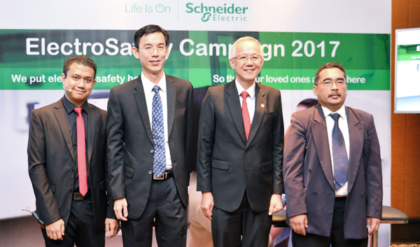 From L-R: Mazliazhar Abdul Latif, Soo Pow Leong, Country President, Schneider Electric Malaysia; Ir Chew Shee Fuee, President of The Electrical and Electronics Association of Malaysia (TEEAM); and Mohd. Elmi Bin Anas, Director of Electrical Safety Regulation of Energy Commission.