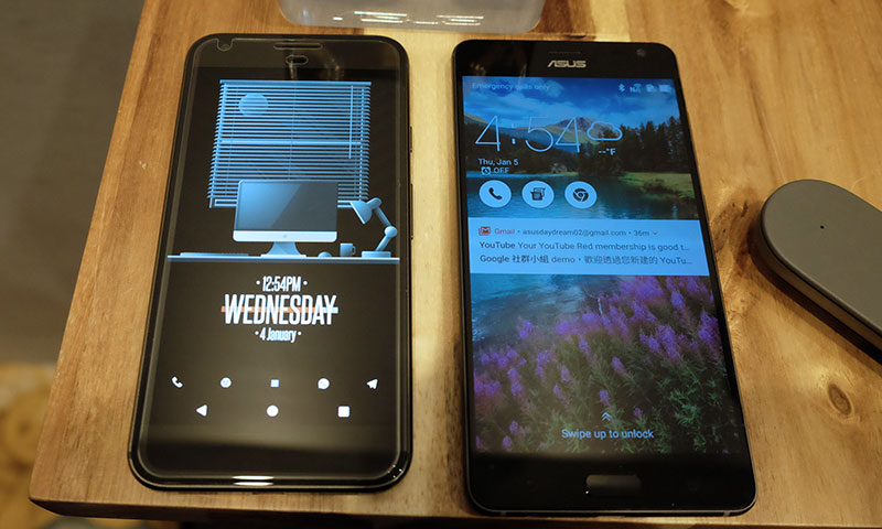 The size of the ZenFone AR (right) is really quite manageable.