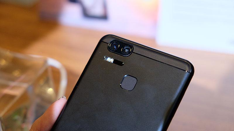 ASUS ZenFone 3 Zoom rear