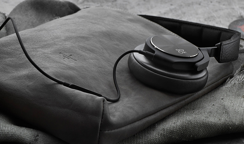 The Beoplay H6 are made with premium materials such as aluminum and real lambskin leather.