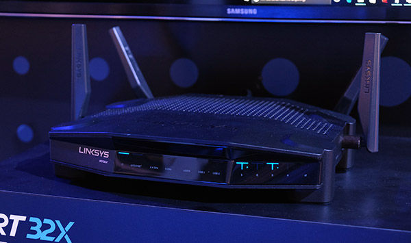 The new Linksys WRT32x is targeted at gamers and looks absolutely menacing.
