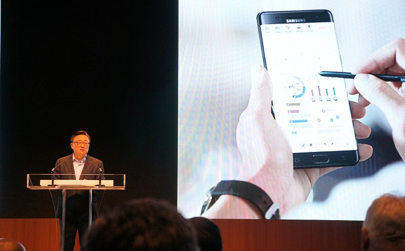 DJ Koh, President of Mobile Communications Business, Samsung Electronics, took the stage to address the outcome and preventive measures from the company's extensive investigation of the Galaxy Note7.