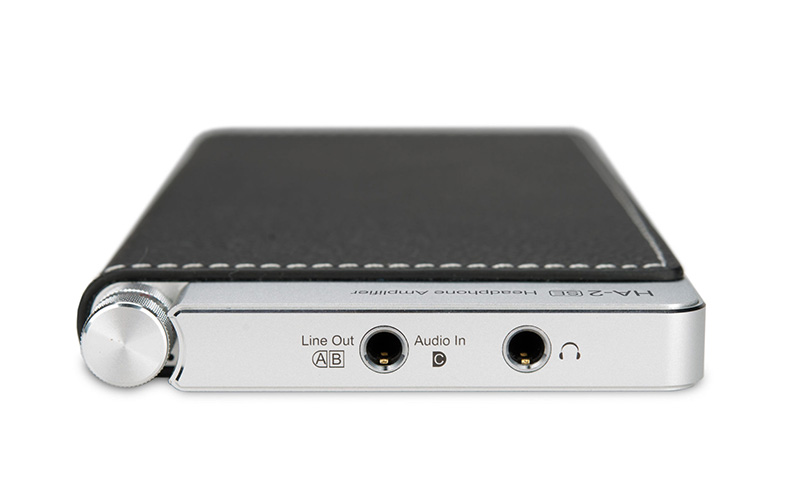 If you are connected to a digital source, the line-out jack can be used to output analog signals to a separate amplifier.