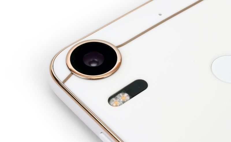 You just can't miss that big 20MP main camera sticking out from the back of the phone.