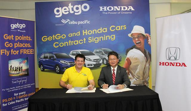 Nik Laming, GetGo Loyalty Division General Manager, and Toshio Kuwahara, HCPI President and General Manager