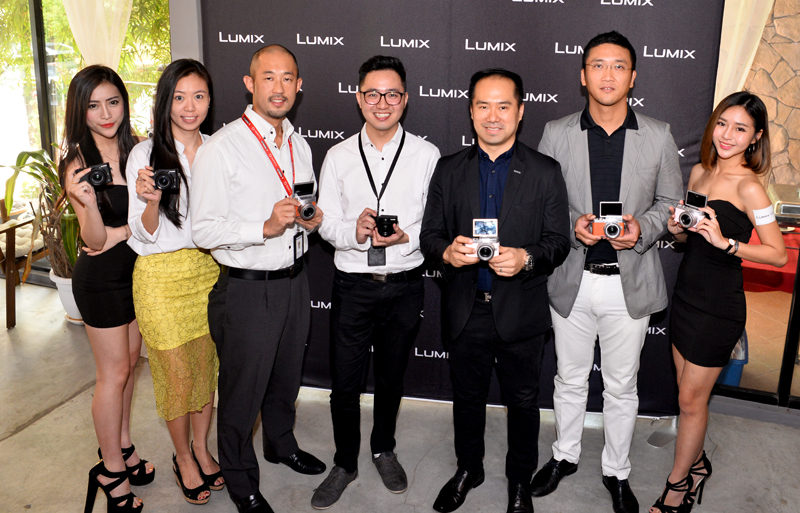 Ho Lip Kee (fifth from left), Head of Audio Visual Communication, Panasonic Malaysia Sdn Bhd and his team, during the launch earlier today.
