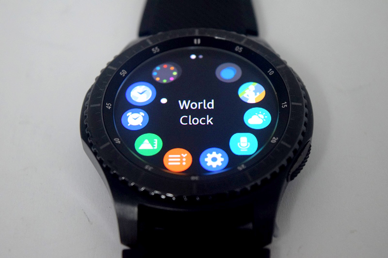The Gear S3 also has more than 10,000 applications like Uber and Spotify through Gear App Store.