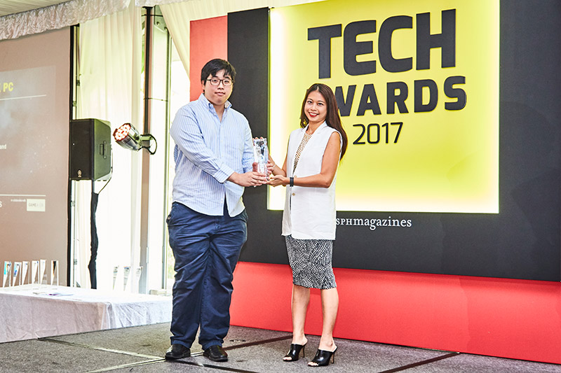 The Readers' Choice award for Best Gaming Desktop PC Brand goes to Aftershock PC. Accepting the trophy here is Mr. Marcus Wee from Afterchock PC.