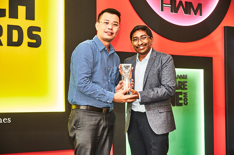 The Readers' Choice award for Best Business Projector Brand goes to Epson. Here's Mr. Alex Chua accepting the award.