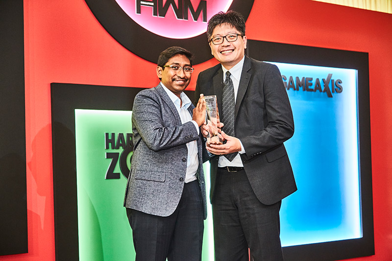 Fuji Xerox is our readers' favorite laser/LED printer brand; its DocuPrint CM315 z is also the Editor's Choice award winner for Best SOHO Color Laser/LED MFP. Receiving the awards here is Mr. Vincent Sim, General Manager for Fuji Xerox.