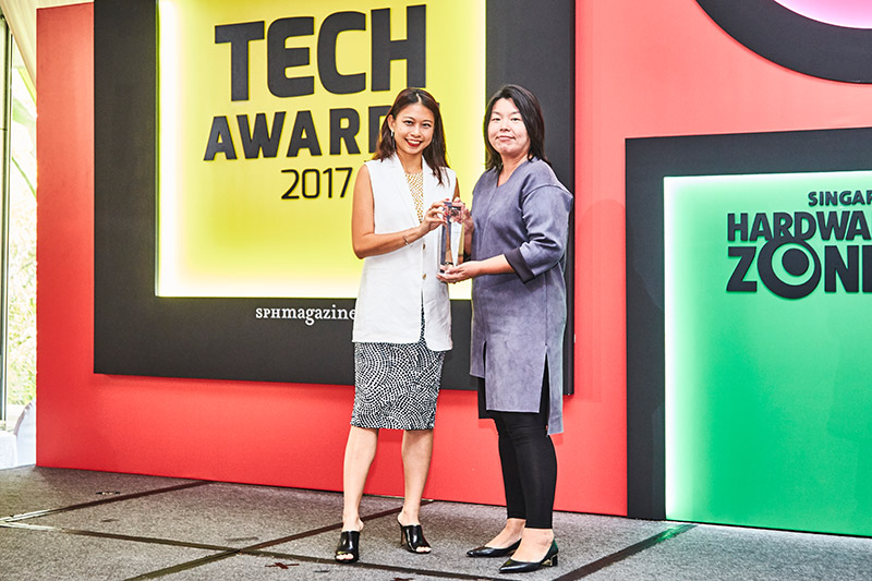 Forza Horizon 3 is the Editor's Choice award winner for Best Xbox One Game. Ms. Antonia Ong, Communications Lead at Microsoft Singapore is present to receive the award.