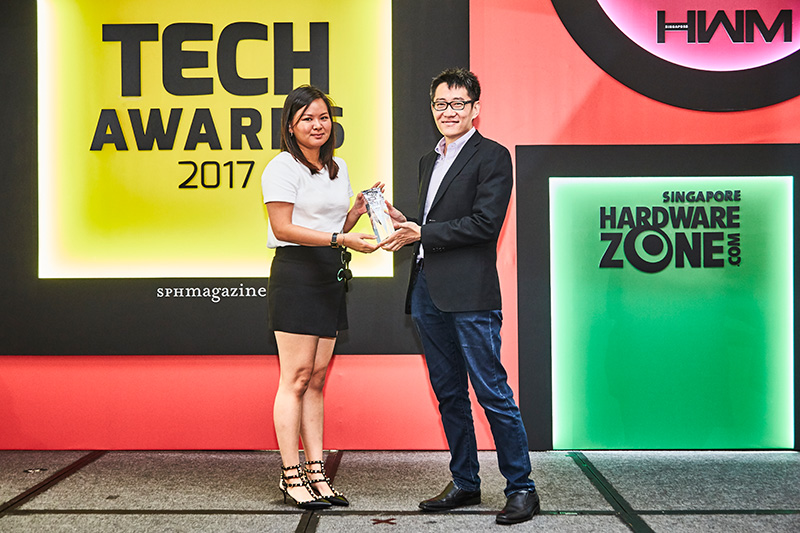 The Nikon D5 is the winner of our Editor's Choice award for Best Professional Interchangeable Lens Camera. Accepting the award here is Ms. Valerie Goh from Nikon.