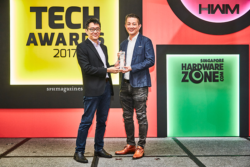 The Sennheiser Momentum On-Ear Wireless is the Editor's Choice winner in the Best Wireless Headphones category. Accepting the award is Mr. Martin Low, VP of Sennheiser Asia.