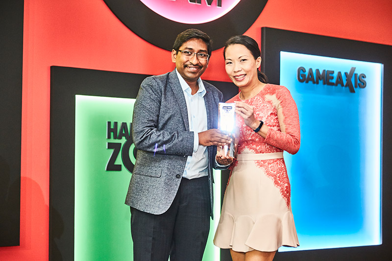 Canon is the winner of three Readers' Choice awards: Best Compact Camera Brand, Best Interchangeable Lens Camera Brand, and Best Inkjet Printer Brand. Accepting the awards here is Ms. Carol Lim, Regional Marketing Manager at Canon Singapore.