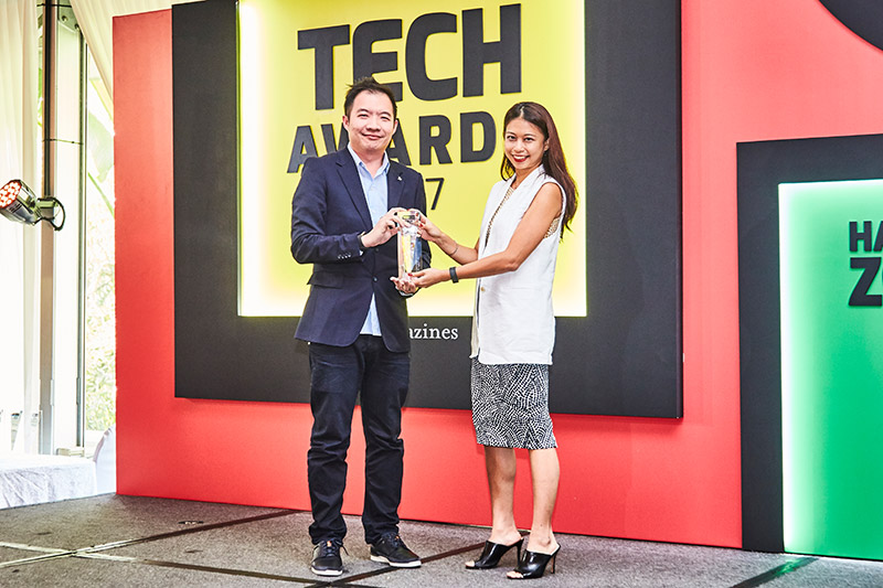 The Readers' Choice awards for Best Gaming Console Brand and Best VR Gaming Gear Brand go to Sony. The company's Sony PlayStation 4 Pro also wins the Editor's Choice award for Best Gaming Console. And Uncharted 4: A Thief's End also wins the Editor's Choice award for Best PlayStation 4 Game. Here's Mr. Teoh Wah Keong, Marketing Manager at Sony Interactive Entertainment Singapore, accepting the awards.