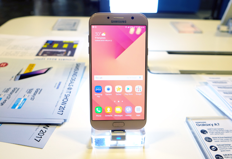 The Samsung A7 (2017) boasts many features taken straight from Samsung's flagship S range with a premium metal and glass build, IP68 dust and water resistance and a Full HD always-on Super AMOLED display. You also get front and rear 16-megapixel cameras and an octa-core Samsung Exynos 7880 processor. Pick one up from the IT Show for just S$598 (usual price: S$648) and get a free S View Cover and 32GB MicroSD Card.